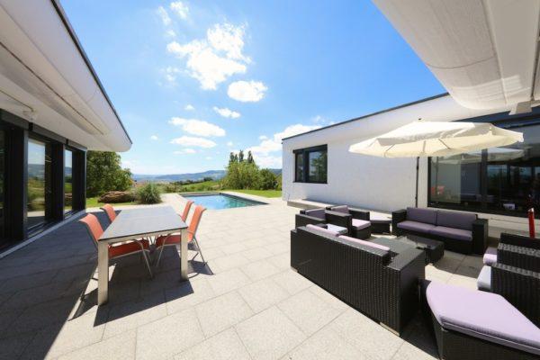 Villa mit Pool und herrlicher Weitsicht und Blick auf die Habsburg