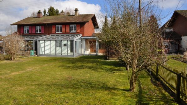 Preiswerte Haushälfte an guter Lage mit viel Umschwung