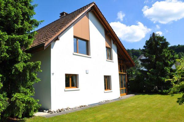 Helles Einfamilienhaus für die Familie