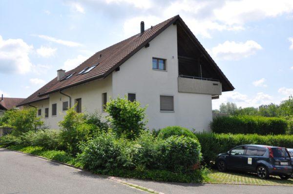 3.5-Zimmer-Wohnung mit gedecktem Sitzplatz und Gartenanteil