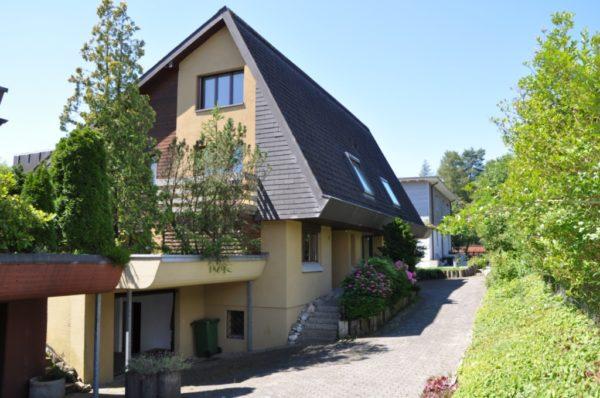 Doppel-Einfamilienhaushälfte mit Garten an beliebter Lage
